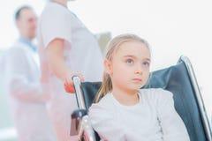 Caucasian flicka på rullstolen royaltyfri bild