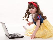 caucasian gulligt litet barnbarn arkivbild