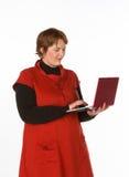Caucasian kvinna i apelsin och blått Arkivbilder