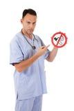caucasian lekarki mężczyzna palenie zabronione Fotografia Stock