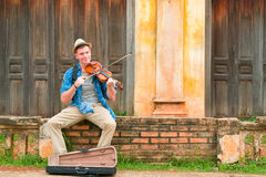 Caucasian man playing violin Royalty Free Stock Photos
