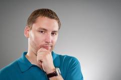 Caucasian man som gör ett beslut Arkivbild