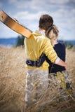 caucasian par älskar barn arkivbild