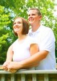 caucasian par som tycker om utomhus- barn arkivbilder
