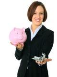 caucasian pengar för kvinnligfokushåll Arkivbilder