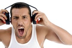 caucasian som tycker om full volym för grabbmusikrock arkivfoto
