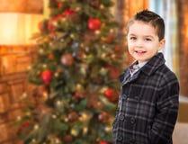 Caucasian stiligt blandat lopp och latinamerikansk pojke som är främst av Chris royaltyfri bild