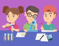 Caucasian ungar som gör kemiskt experiment royaltyfri illustrationer