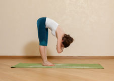 Caucasian woman is practicing yoga Royalty Free Stock Photography