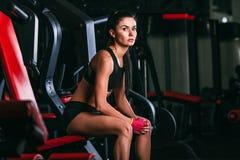 Caucasian woman sittingon shoulder press machine Stock Images