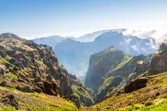 caucasus заволакивает ushba неба гор горы ландшафта shurovky Стоковое Изображение RF
