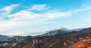 caucasus заволакивает ushba неба гор горы ландшафта shurovky стоковые изображения rf