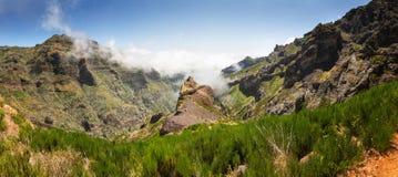 caucasus clouds ushba för sky för liggandebergberg shurovky Arkivfoto