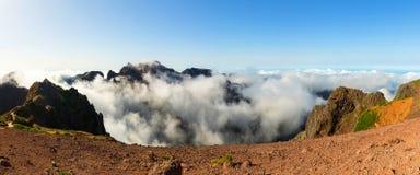 caucasus clouds ushba för sky för liggandebergberg shurovky Royaltyfri Fotografi