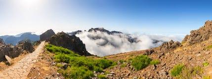 caucasus clouds ushba för sky för liggandebergberg shurovky Arkivbilder