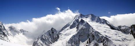 caucasus dombay bergpanorama Arkivbilder