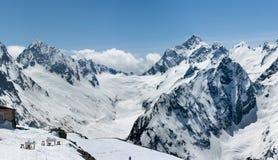 caucasus Dombay stora liggandebergberg Arkivbild