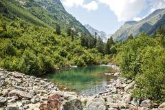 caucasus Een Meer in Bergen Royalty-vrije Stock Afbeeldingen