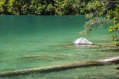 caucasus En sjö i berg Royaltyfri Bild