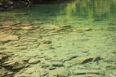 caucasus En sjö i berg Arkivbilder