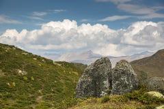 caucasus Montañas y cielo foto de archivo libre de regalías