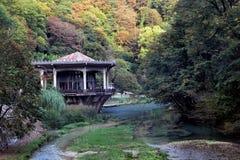 caucasus Paviljoen van een verlaten station royalty-vrije stock foto's