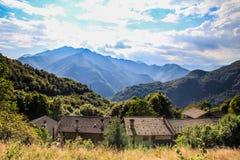 caucasus skidar den dombay bergpanoramat lutningssikt Arkivbild