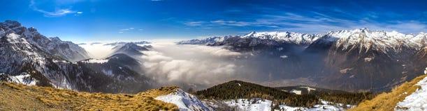 caucasus skidar den dombay bergpanoramat lutningssikt Fotografering för Bildbyråer