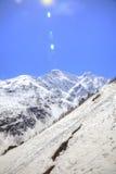 caucasus stora liggandebergberg sunbeam arkivbilder