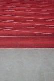 Cauce rojo de un estadio del atletismo fotos de archivo