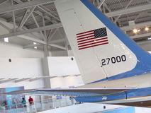 A cauda de Air Force One empequenece visitantes em Ronald Reagan Library em Simi Valley Imagens de Stock