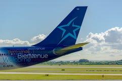Cauda de Air Transat Airbus A330 Fotos de Stock
