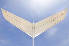 Cauda de Jet Aiplane com um céu azul Fotos de Stock Royalty Free