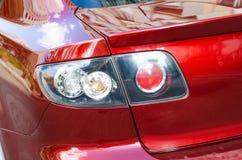 A cauda do veículo ilumina o vermelho foto de stock