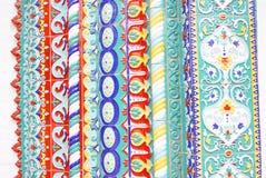 Caudas coloridas Decoração de uma fachada da igreja Fotografia de Stock