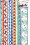 Caudas coloridas Decoração de uma fachada da igreja Imagem de Stock