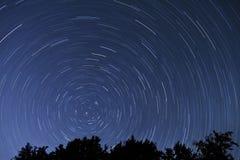 Caudas da estrela - uma exposição de 1 hora Imagens de Stock