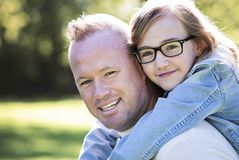 Causal father and daughter in the park Royalty Free Stock Photos