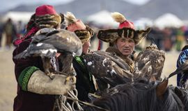 causerie de chasseurs d'aigle de kazakh photographie stock libre de droits