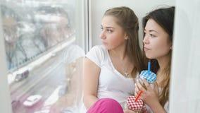 Causerie insouciante de l'adolescence de filles de bff d'amitié de loisirs Images stock