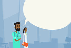 Causerie médiale de l'espace de médecins Team Man Woman With Copy d'afro-américain Photo libre de droits