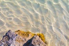 Caustiques méditerranéens de l'eau Photographie stock