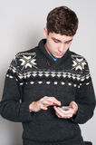 Causual teenage boy texing Royalty Free Stock Photography