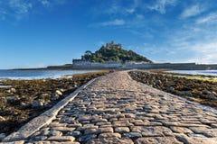 Causway aan St Micheals zet Cornwall Engeland op Stock Afbeelding