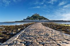 Causway till monteringen Cornwall England för St Micheals fotografering för bildbyråer