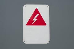 Cautela di potere del segnale di pericolo di corrente elettrica di alta tensione Fotografie Stock Libere da Diritti