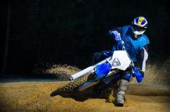 Cavaleiro da bicicleta de Enduro Imagens de Stock Royalty Free