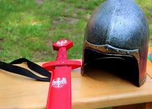 Cavaleiro do capacete e da espada Fotografia de Stock Royalty Free