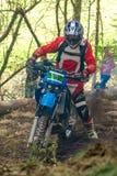 Cavaleiro do motocross na raça do rodeio de Drapak Imagem de Stock