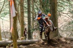 Cavaleiro do motocross na raça do rodeio de Drapak Fotografia de Stock